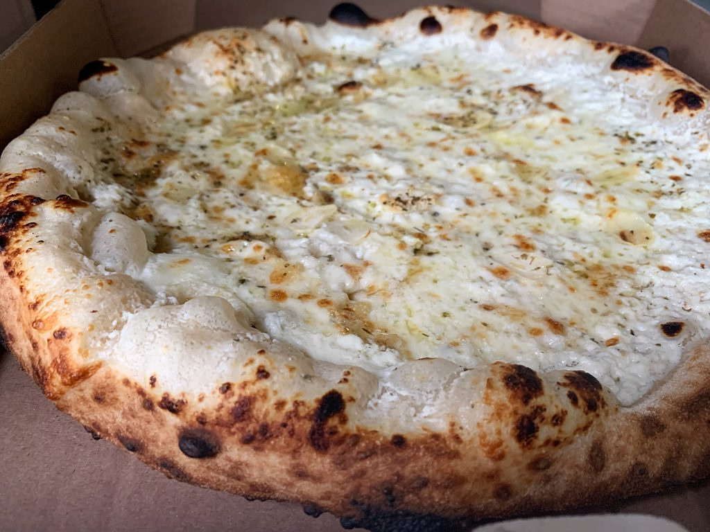 white round pizza